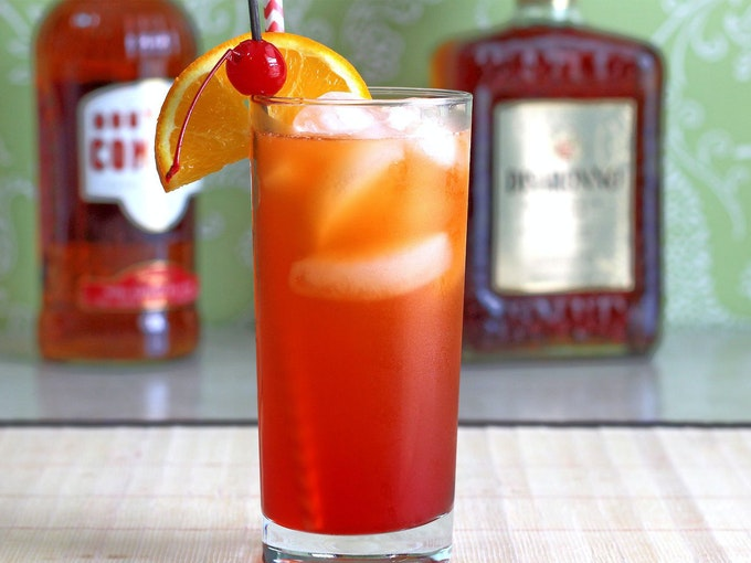 The Alabama Slammer cocktail from in the May 20202 Muddlebox