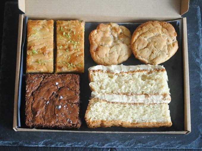 The Cake Tasting Club: The Classic Cake Box